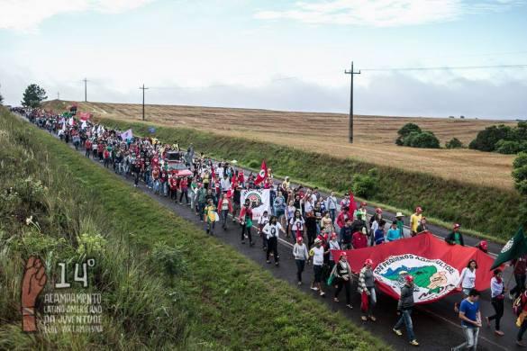 Jovens em caminhada pela Reforma Agrária. Foto:  Mídia NINJA