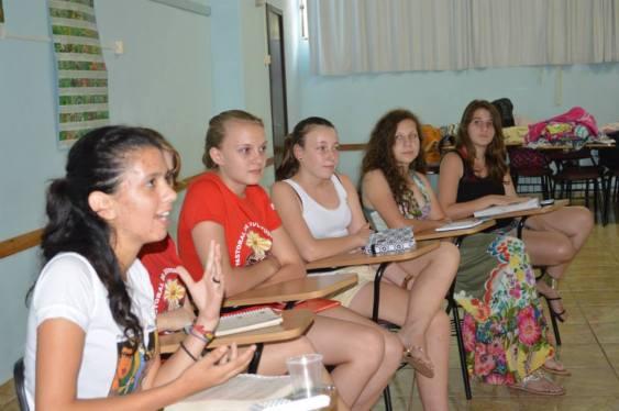 Jovens participando da discussão sobre feminismo. Foto: Jociani Pinheiro.