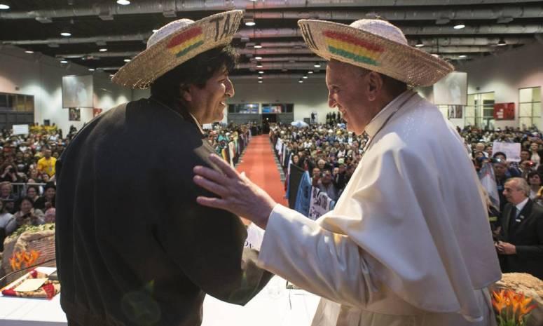Papa Francisco e seu chapéu de camponês.